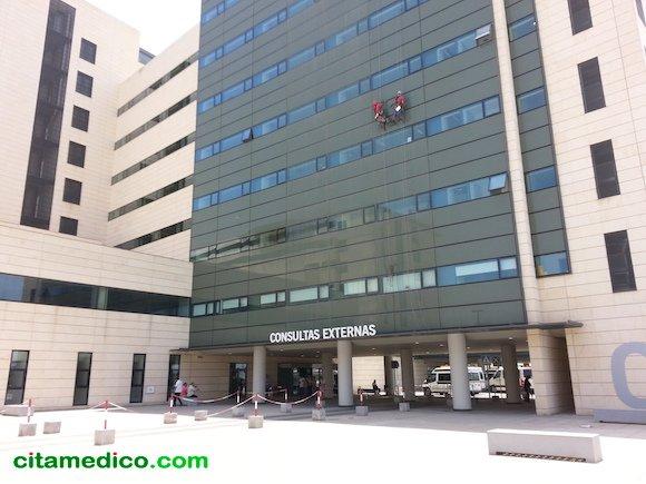 Entrada de Consultas Externas del Hospital Campus de la Salud de Granada