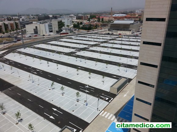 Zona de aparcamiento del nuevo Hospital Campus de la Salud de Granada